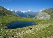 El estanque en el Parque Nacional de Stelvio