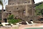 Apprezzare la cultura di Pantelleria: soggiornare nei Dammusi del...