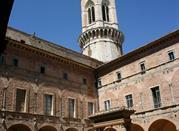 Cortile di San Pietro Chiostro Maggiore
