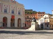 Teatro Rendano e Statua di Bernardino Telesio