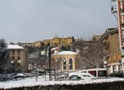 Borgo del Piazzo visto dalla piazza Curiel