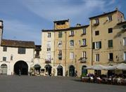 Lucca, Piazza Anfiteatro
