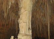 Tropfsteinhöhle zentralen weißen