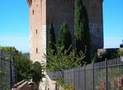 Viale che porta al Cassero di Sant'Angelo