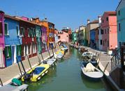 Scocio colorato di un canale