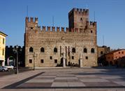 Piazza degli scacchi e il castello inferiore di Marostica