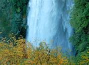 Vista laterale delle Cascate delle Marmore