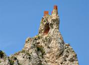 Vista dei ruderi del castello di Pietrarossa