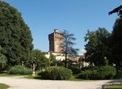 Vista della Torre di Piazza Castello dai giardini Salvi