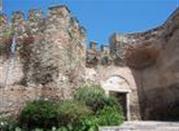 I resti delle vecchie mura