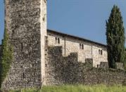 Rive D'Arcano, San Daniele e Friuli Collinare, castello con mura cintate