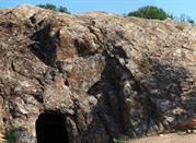 Basso Campidano, tombe scavate nella roccia 3000 a.c.