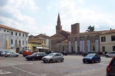 Vista di piazza della Motta