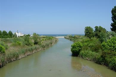 La foce del Fiume Conca nell'Adriatico