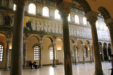 L'interno della Basilica