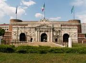 Porta Nuova: the gates towards the enemy of Mantua - Verona