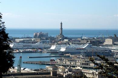 Vista del porto dal Castello Albertis