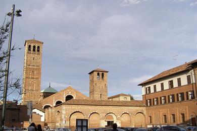 La veduta esterna della Basilica di Sant'Ambrogio