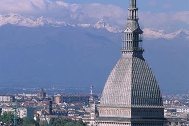 Mit Panorama auf die piemontesischen Alpen