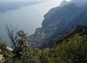 Limone, unter den Felsen des Gardasees - Limone sul Garda