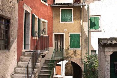 uno scorcio del centro storico di Castelletto