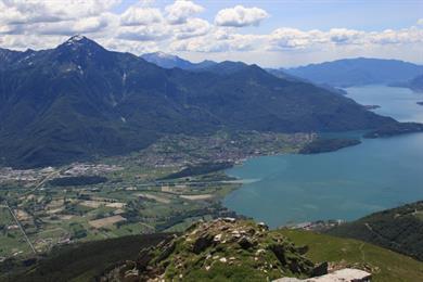 Colico am Fuße des Monte Legnone