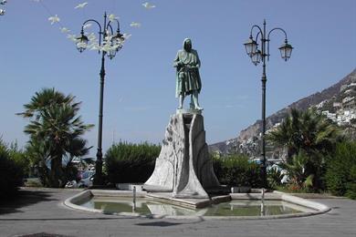 Monumento a Flavio Gioia
