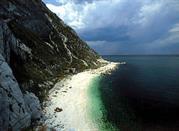 Spiaggia dei Sassi neri a Sirolo, profumo di libertà - Sirolo