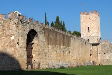 Le mura che circondano il centro storico