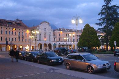 Piazza dei Martiri di sera