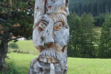 Un tronco intagliato