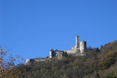 Castel Telvana visto dal basso