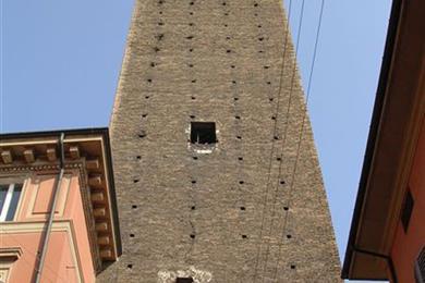 La Torre Prendiparte vista dal basso