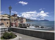 Genua – Sonnenbad im Winter auf Corso Italia - Genova