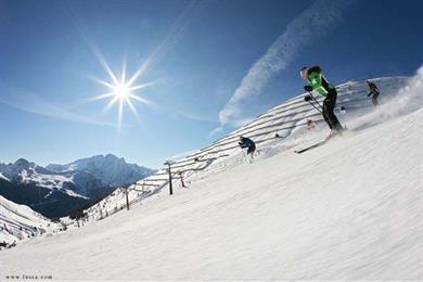 Una splendida giornata di sole, ideale per sciare a Campitello di Fassa!