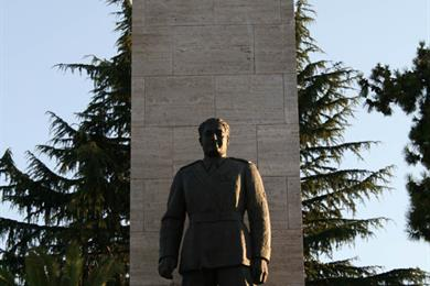 Monumento di Luigi Razza