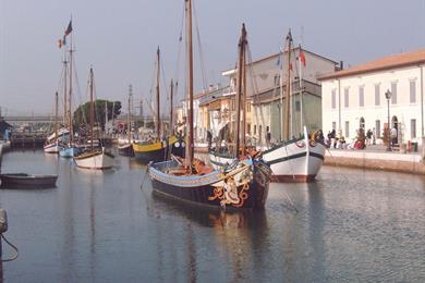 Vista delle caratteristiche imbarcazioni di Cesenatico