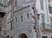Porta Leona: a passeggio tra le porte romane di Verona - Verona
