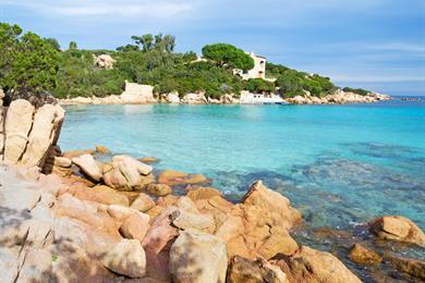 Dettaglio delle rocce nella spiaggia di Capriccioli, Sardegna