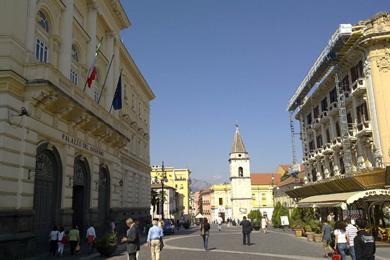 Il corso Garibaldi con il Palazzo del Governo