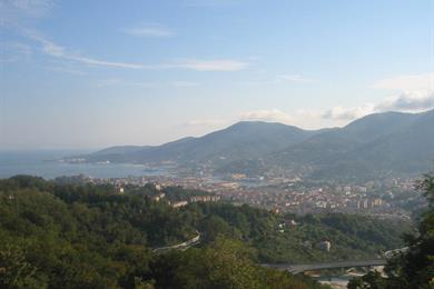 Vista della città dalle colline a Nord