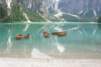 Alcune barchette sul Lago Braies