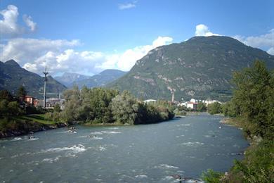 Panorama di Bolzano da un ponte sull'Isarco