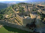 Montalcino, dove viene prodotto uno dei vini più famosi e deliziosi del mondo - Montalcino
