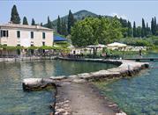 Garda, cittadina sulla Gardesana - Garda