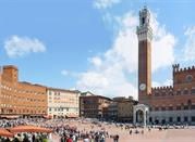 Piazza del Campo between history and modernity - Siena