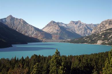 Lago e diga di Cancano, una delle mete di escursionismo