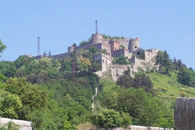 Forte Sperone (Genova)