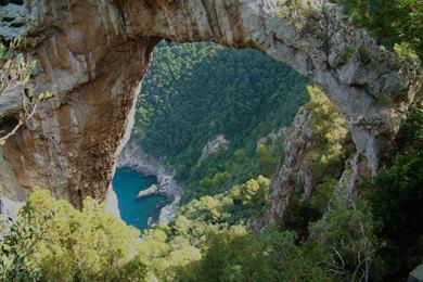 Arco Naturale e vista sul mare
