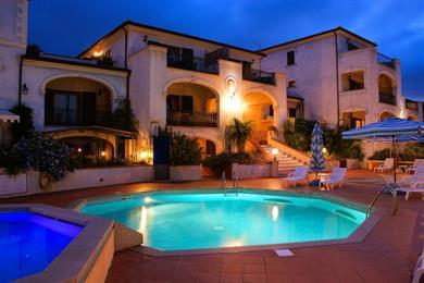 La piscina del Residence Riva Azzurra